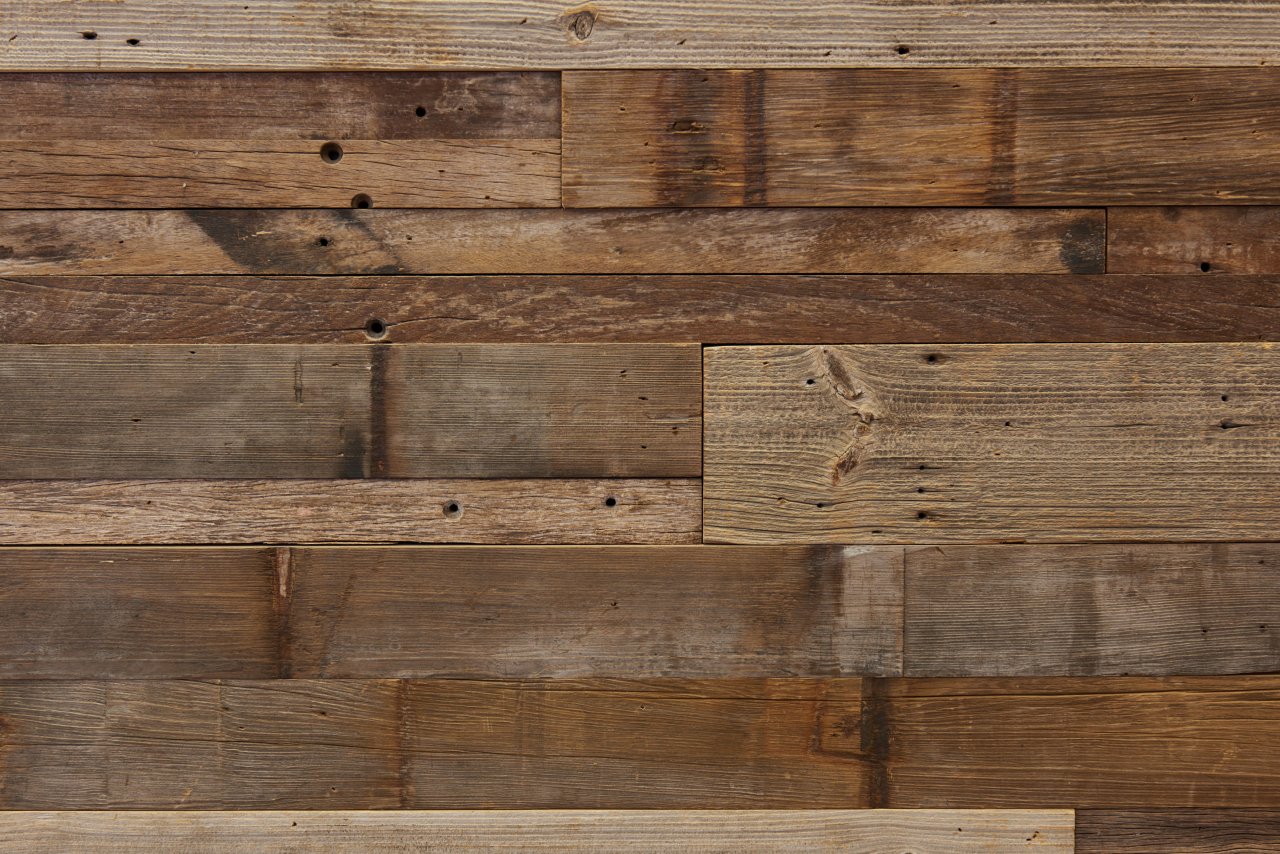Mixed reclaimed wood paneling